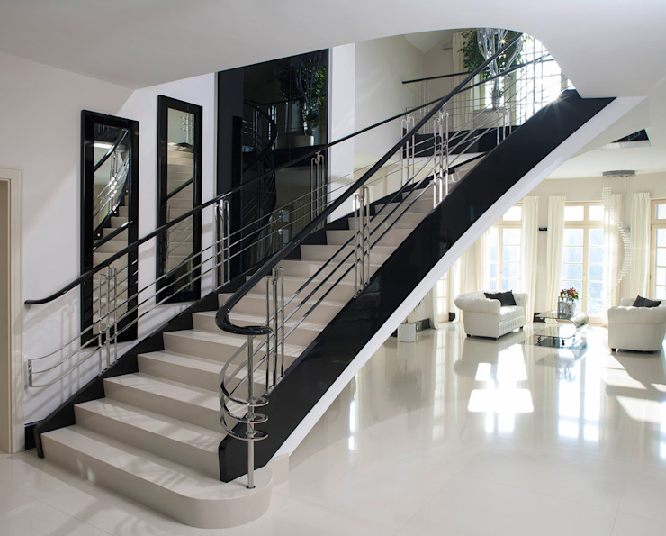 Pasillos, vestíbulos y escaleras de estilo clásico de Trąbczyński Clásico