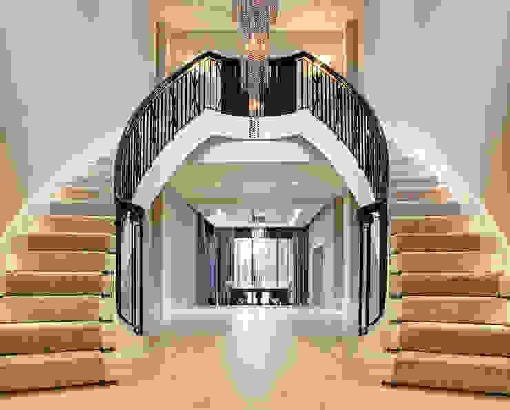 Classic corridor, hallway & stairs by Trąbczyński Classic