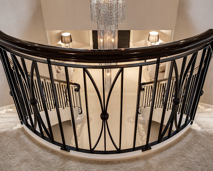 Classic style corridor, hallway and stairs by Trąbczyński Classic