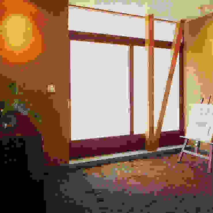 Modern walls & floors by ユミラ建築設計室 Modern