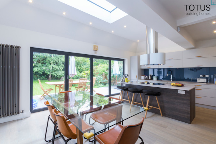New life for a 1920s home - extension and full renovation, Thames Ditton, Surrey Modern kitchen by TOTUS Modern