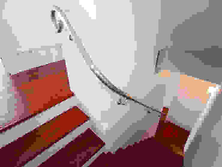 ユミラ建築設計室 Modern Corridor, Hallway and Staircase