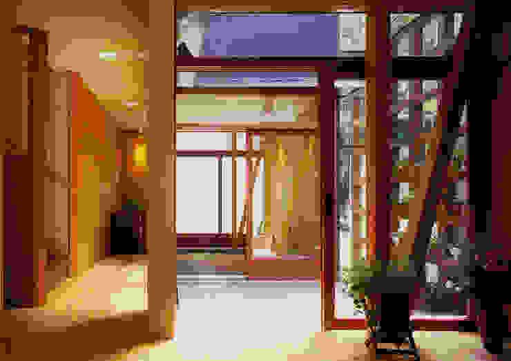 Modern style balcony, porch & terrace by ユミラ建築設計室 Modern