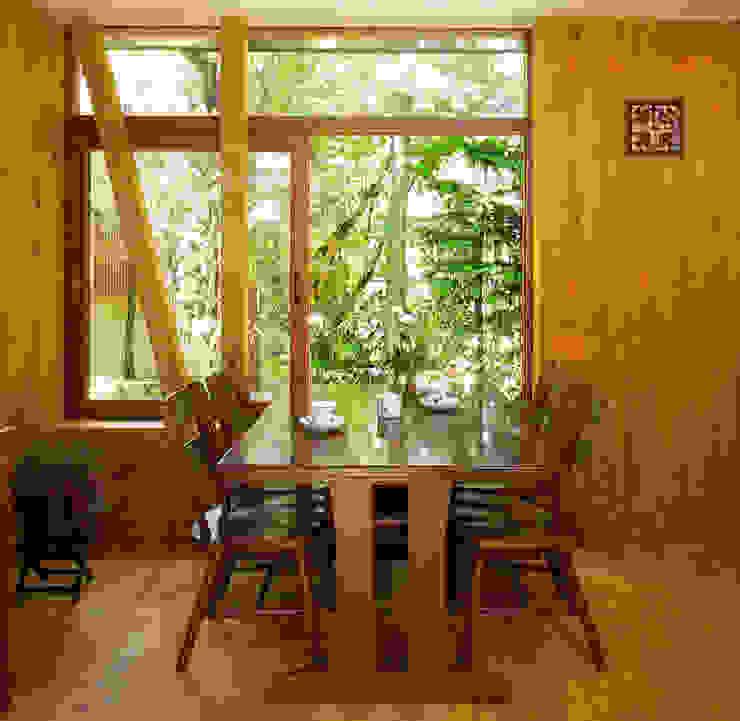 Modern dining room by ユミラ建築設計室 Modern