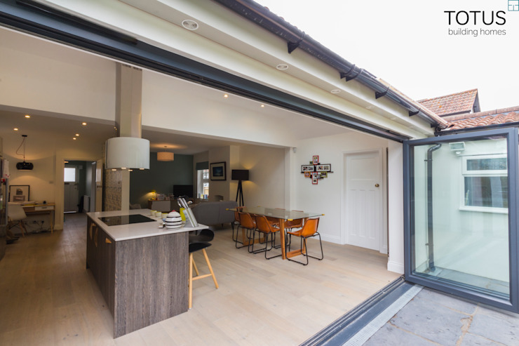 New life for a 1920s home - extension and full renovation, Thames Ditton, Surrey Moderne Häuser von TOTUS Modern