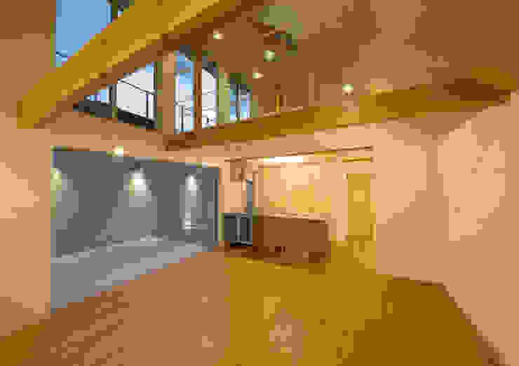 真間の家 陽光溢れる階上にリビングダイニングとルーフテラスがある住まい モダンな 家 の アトリエ24一級建築士事務所 モダン