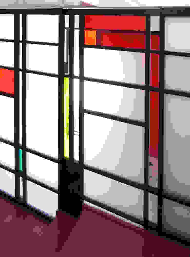 Modern windows & doors by ユミラ建築設計室 Modern