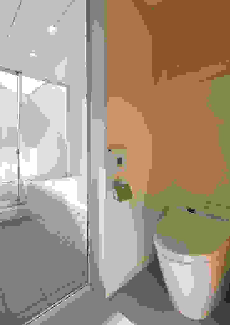 真間の家 陽光溢れる階上にリビングダイニングとルーフテラスがある住まい モダンスタイルの お風呂 の アトリエ24一級建築士事務所 モダン