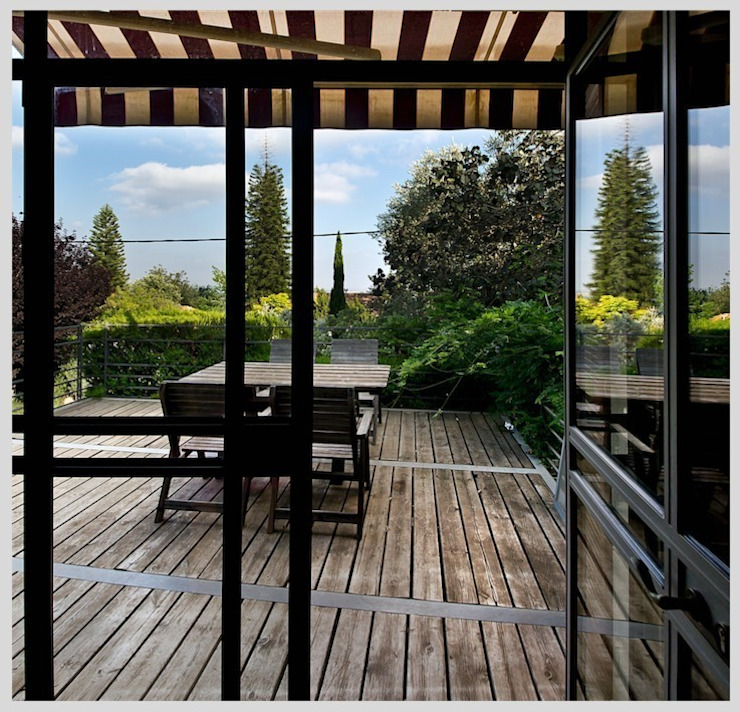Casa de Isi Balcones y terrazas de estilo moderno de Capital Conceptual Moderno