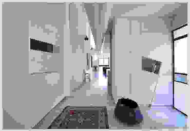 Casa Neuman Pasillos, vestíbulos y escaleras de estilo moderno de Capital Conceptual Moderno