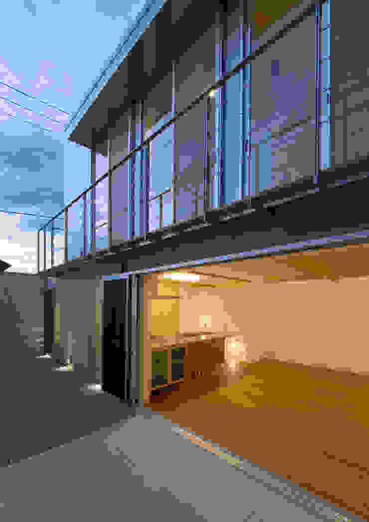 アトリエ24一級建築士事務所 Modern balcony, veranda & terrace