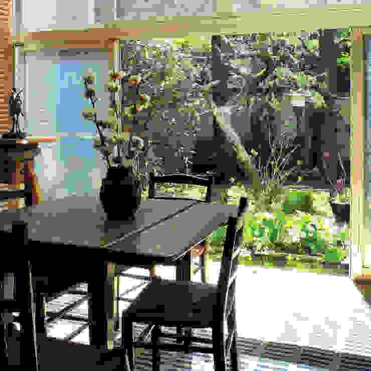 Modern living room by ユミラ建築設計室 Modern