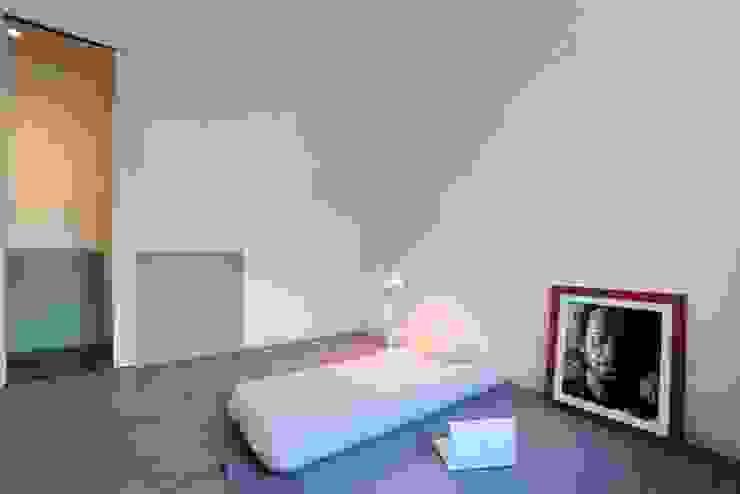 Chambre moderne par na3 - studio di architettura Moderne Verre
