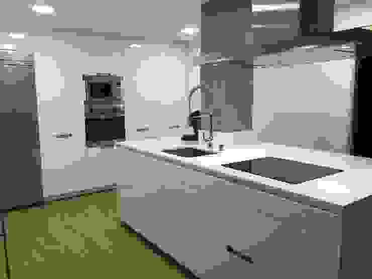 Blanco nuclear de Lumber Cocinas Moderno