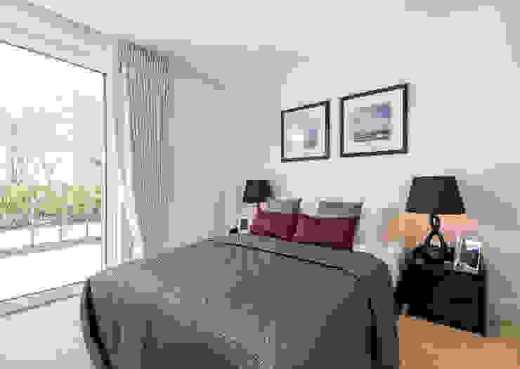 Bedroom 1 Moderne Schlafzimmer von In:Style Direct Modern