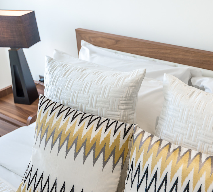 Bed 02 : soft accessories In:Style Direct Modern style bedroom