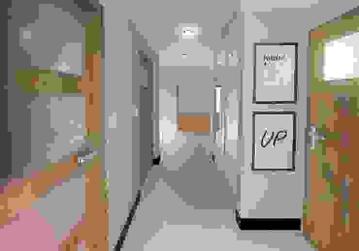 Pasillos, vestíbulos y escaleras de estilo moderno de D2 Studio Moderno