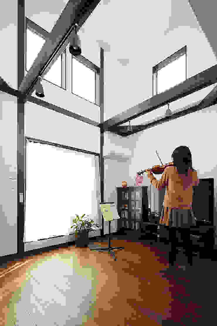 古民家な家 和風デザインの リビング の 有限会社タクト設計事務所 和風