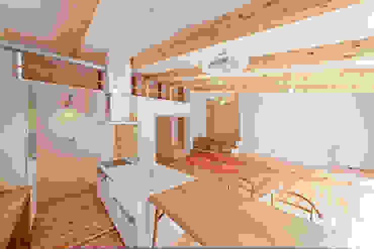 ダイニング モダンデザインの ダイニング の 奥村幸司建築設計室 モダン