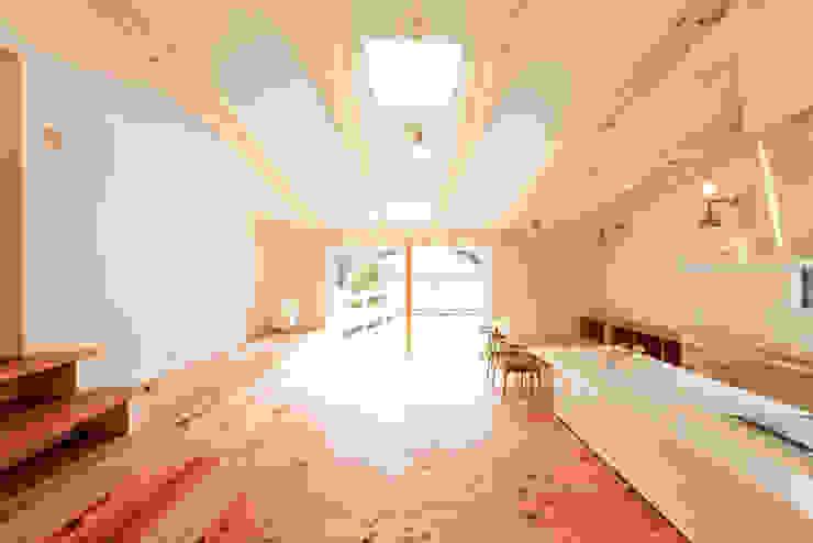 Salon moderne par 奥村幸司建築設計室 Moderne