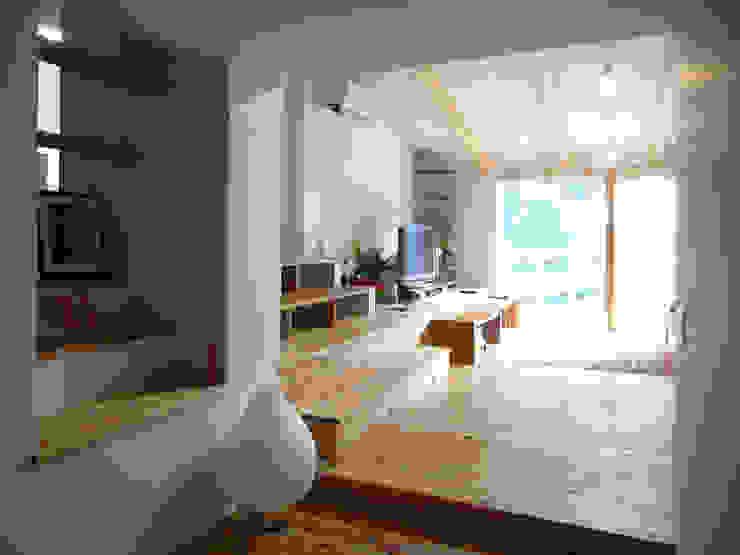 ギャラリー棚 モダンデザインの リビング の 奥村幸司建築設計室 モダン