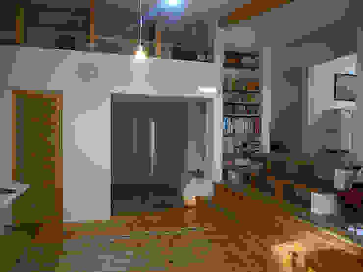 本棚: 奥村幸司建築設計室が手掛けたリビングです。,モダン