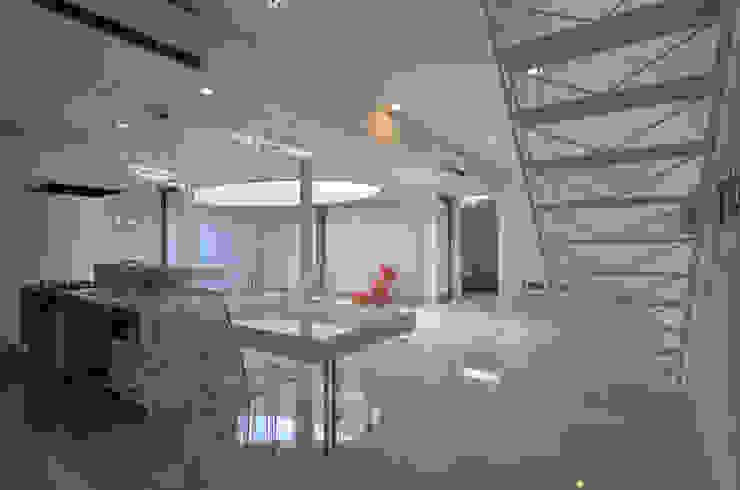 Comedores de estilo moderno de アトリエ環 建築設計事務所 Moderno