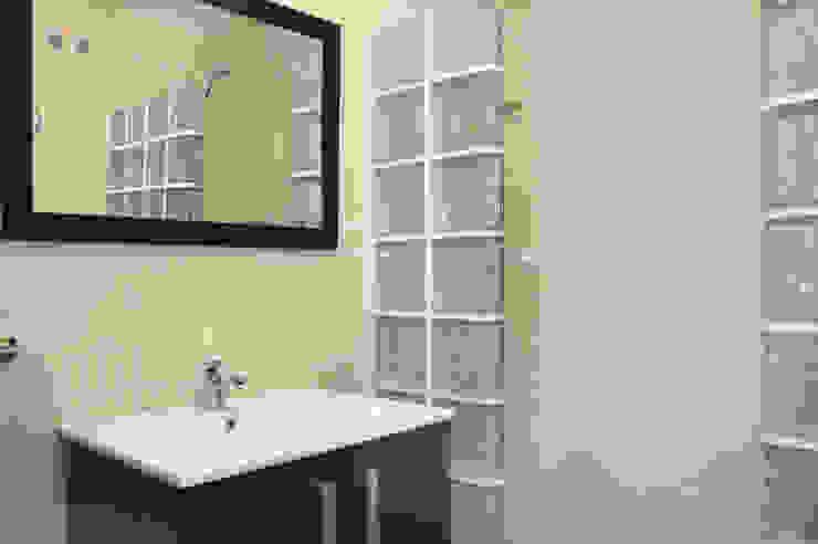 Banheiros modernos por Mohedano Estudio de Arquitectura S.L.P. Moderno