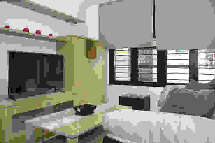 Salon moderne par Mohedano Estudio de Arquitectura S.L.P. Moderne