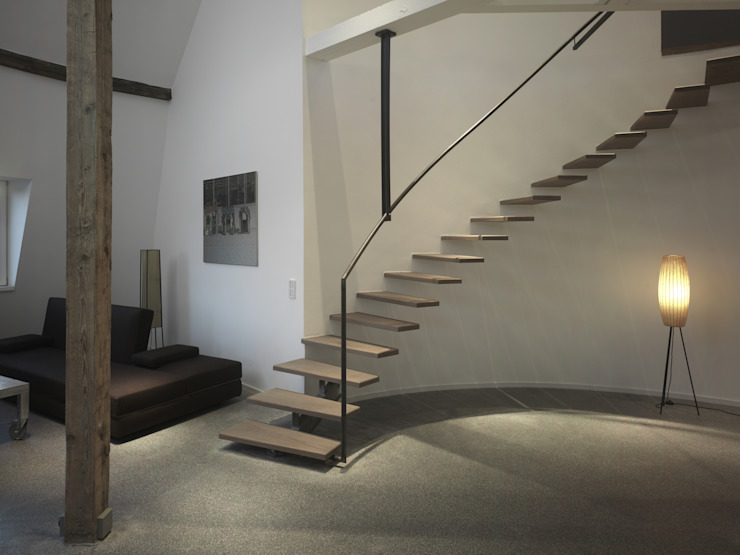隨意取材風玄關、階梯與走廊 根據 atelierschiefer GmbH 隨意取材風