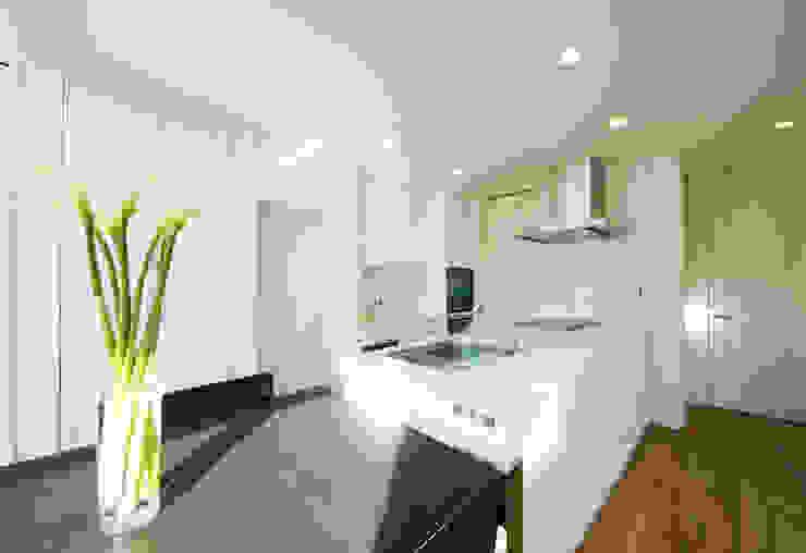 優美なデザインのキッチン モダンな キッチン の TERAJIMA ARCHITECTS モダン