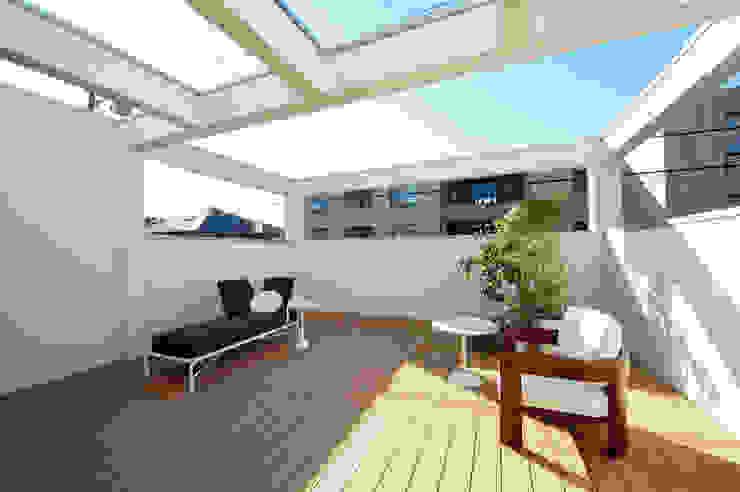 TERAJIMA ARCHITECTS/テラジマアーキテクツ Balkon, Beranda & Teras Modern