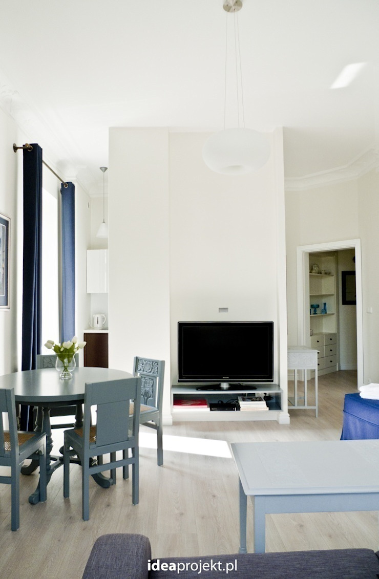 Eclectic style living room by idea projekt Eclectic