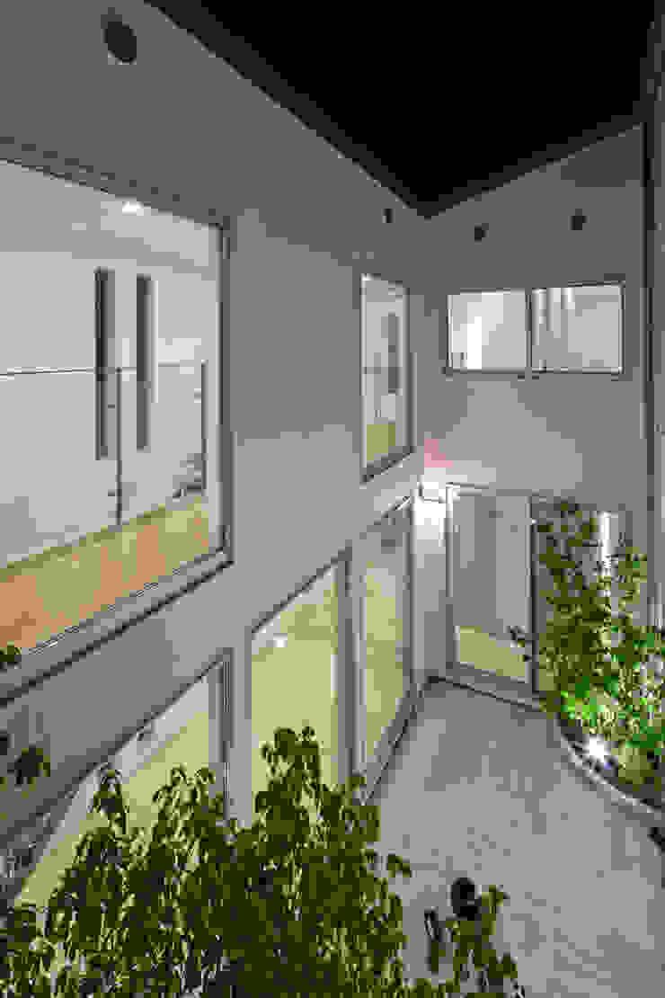 Jardines modernos de 依田英和建築設計舎 Moderno