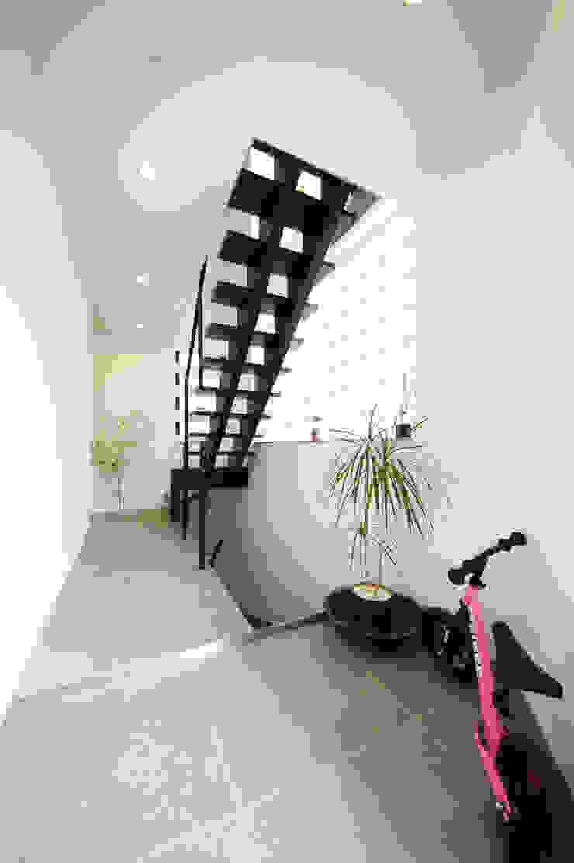 エントランス モダンスタイルの 玄関&廊下&階段 の TERAJIMA ARCHITECTS モダン