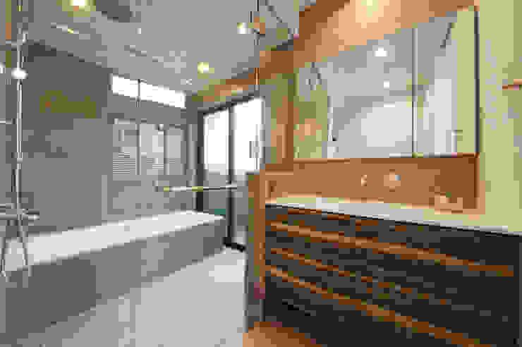 大人のためのデザインバスルーム モダンスタイルの お風呂 の TERAJIMA ARCHITECTS モダン