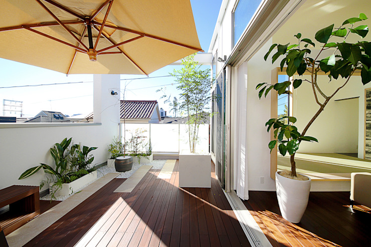 Modern balcony, veranda & terrace by TERAJIMA ARCHITECTS Modern