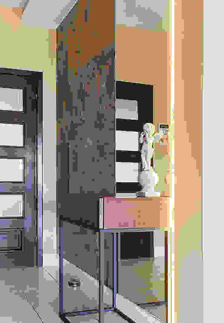 SALON KLASYCZNY WYKOŃCZONY FORNIREM KAMIENNYM Klasyczny salon od ZEN Interiors - Architektura Wnętrz Klasyczny