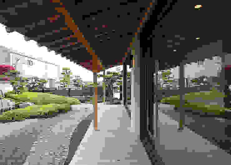 Balkon, Beranda & Teras Gaya Asia Oleh 有限会社 TEAMWORKS Asia