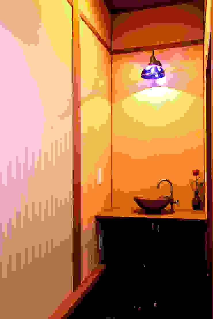 아시아스타일 욕실 by 有限会社 TEAMWORKS 한옥