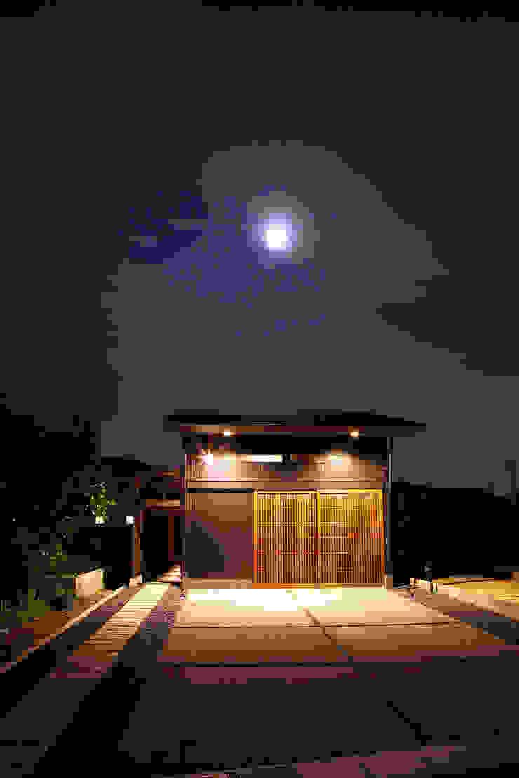 아시아스타일 주택 by 有限会社 TEAMWORKS 한옥