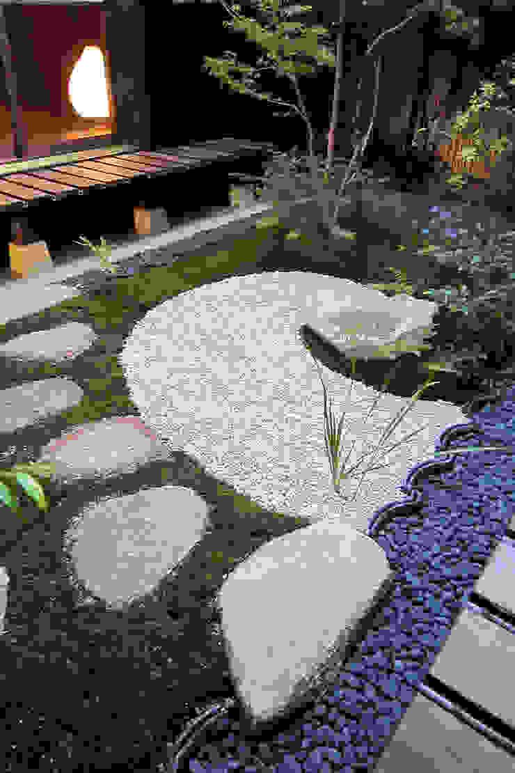 아시아스타일 정원 by 有限会社 TEAMWORKS 한옥