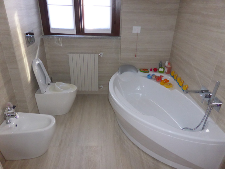 Banheiros modernos por Arch. Stefano Tacconi Moderno