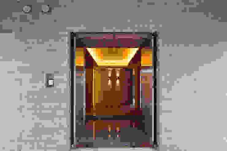 玄関 依田英和建築設計舎 モダンな 家