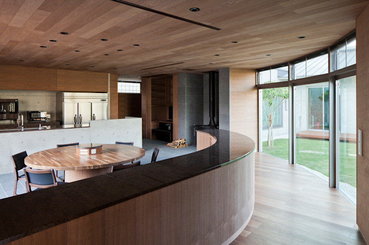 Modern dining room by 依田英和建築設計舎 Modern