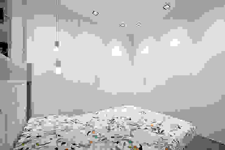 臥室 by 23bassi studio di architettura, 簡約風