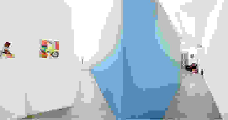Pasillos, halls y escaleras minimalistas de 23bassi studio di architettura Minimalista