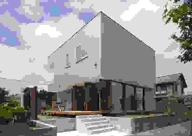 Дома в стиле модерн от アトリエ24一級建築士事務所 Модерн