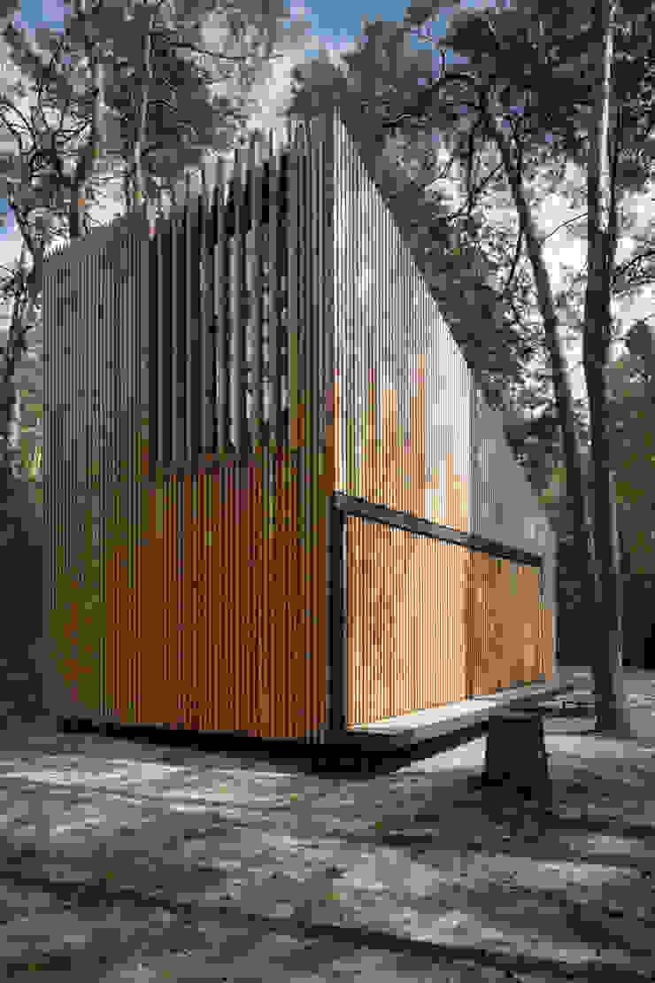 Lake Cabin Casas modernas de FAM Architekti Moderno
