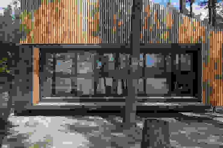 Lake Cabin 現代房屋設計點子、靈感 & 圖片 根據 FAM Architekti 現代風
